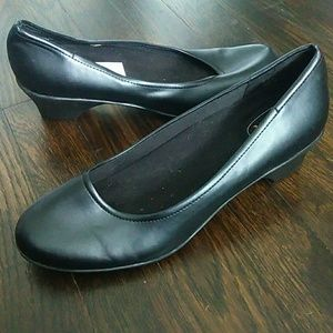 Safe T Step comfort slip resistant black pumps